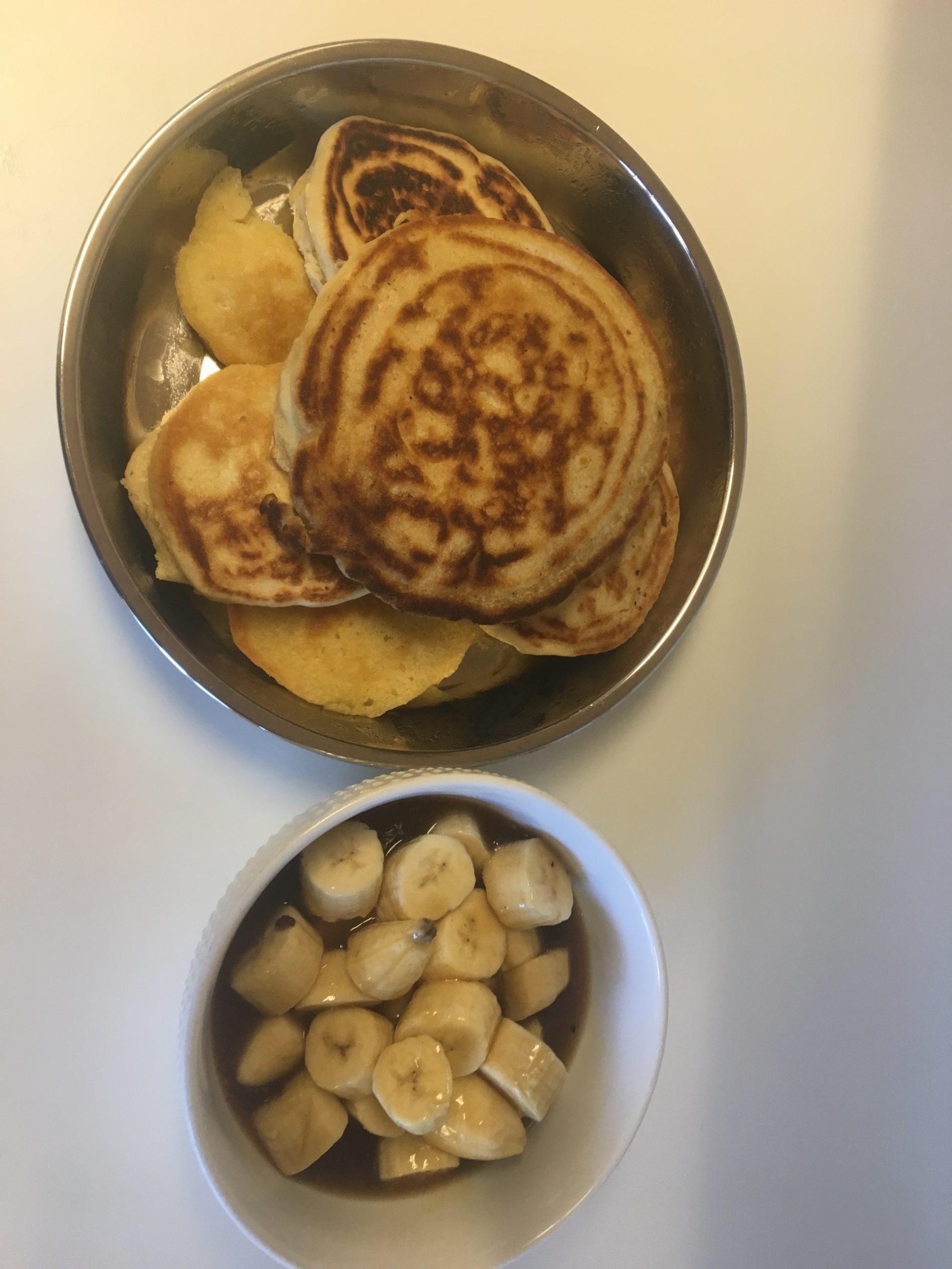 pancakes with bananas